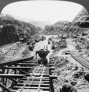 Digging the Panama Canal in 1907
